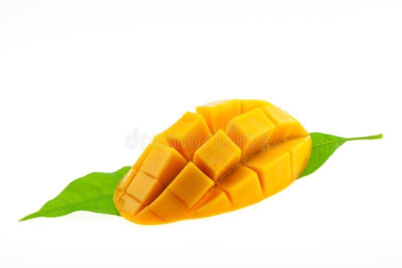 Mango mit den Blättern lokalisiert auf weißem Hintergrund stockbilder