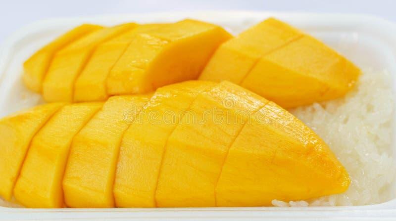 Mango na kleistych ryż, Tajlandzki deser obrazy stock