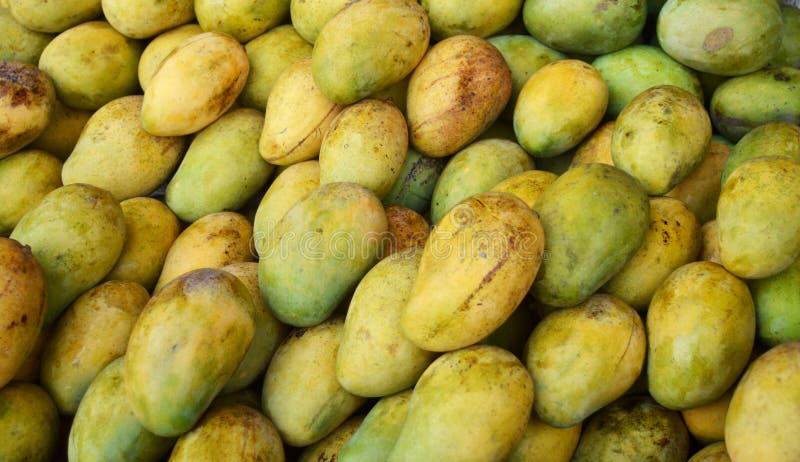 Mango shoppar arkivbilder