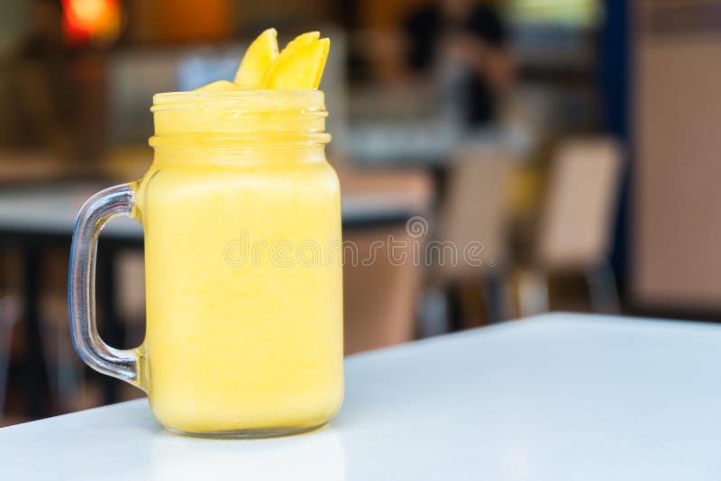 Mango Smoothies lizenzfreies stockbild