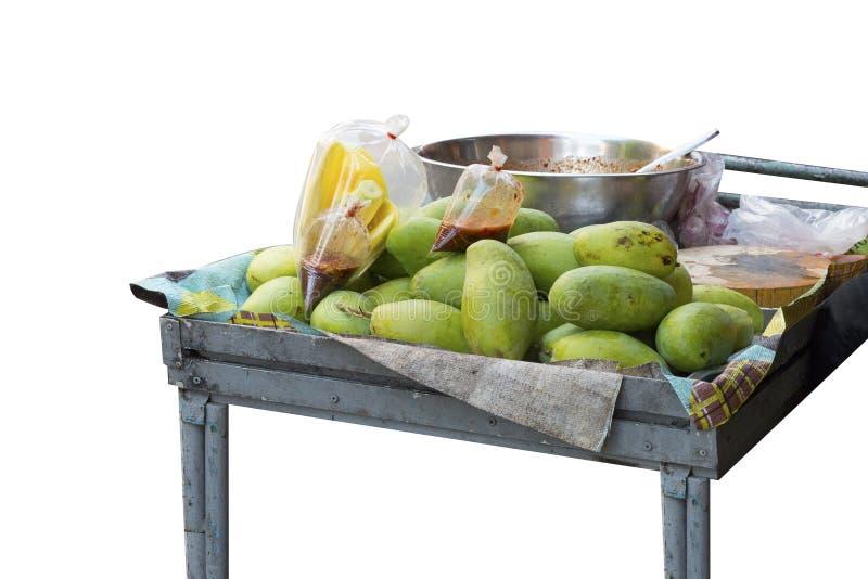 Mango verde con la salsa de pescados dulce en el carro Copie el espacio fotos de archivo