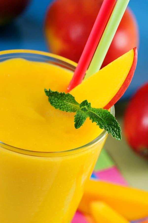 Mangofrucht Smoothie lizenzfreie stockfotografie