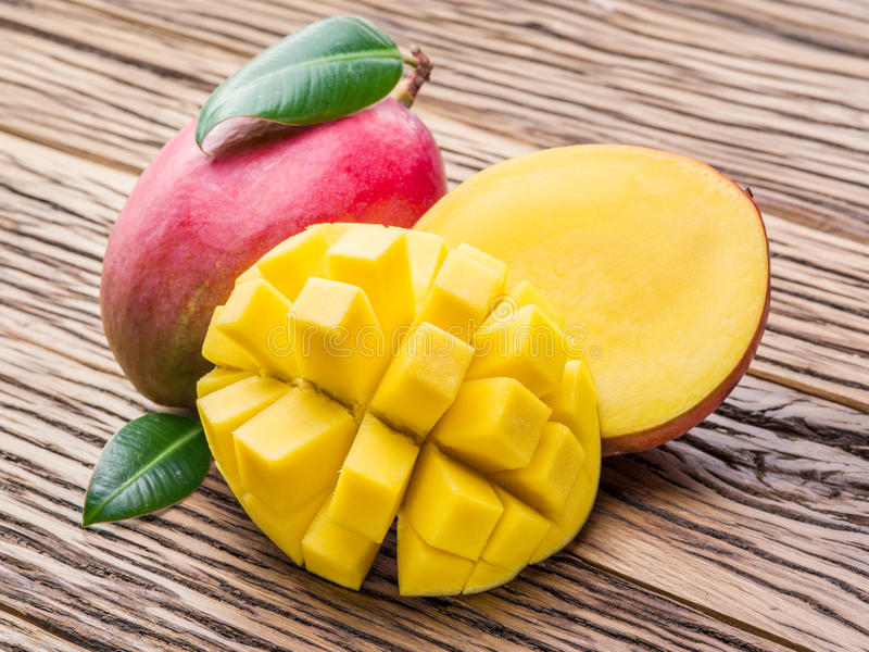 Mangofruit en mangokubussen royalty-vrije stock fotografie