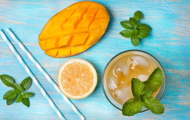 Mangoiste med mintkaramellen (den bästa sikten) royaltyfria bilder