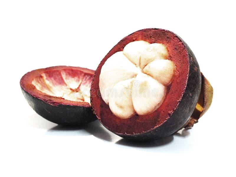 Mangostan, zoet die fruit, op een witte achtergrond wordt ge?soleerd stock fotografie