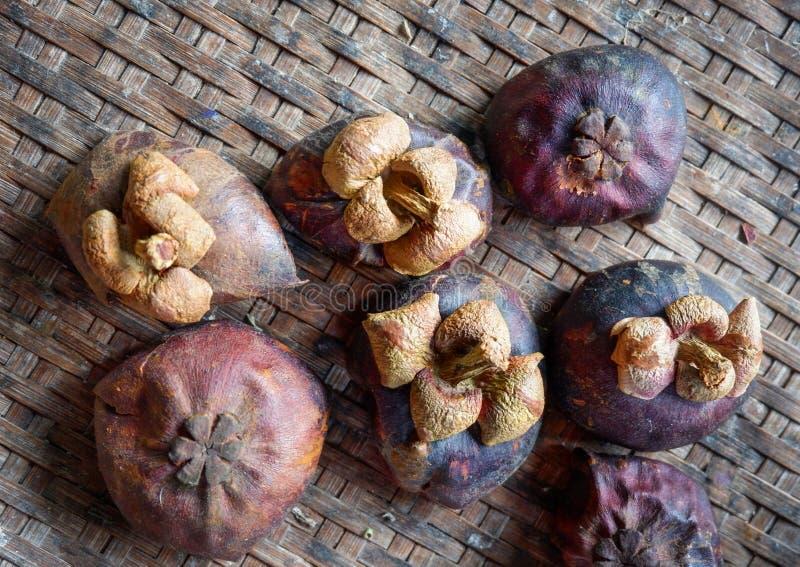Mangostanfruchtoberteil trocken lizenzfreies stockfoto