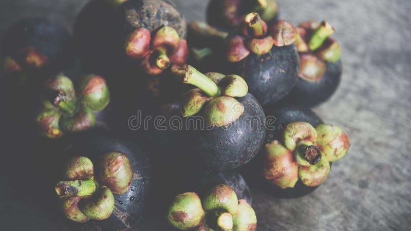 Mangosteen en drottning av frukt på fruktmarknaden royaltyfri bild
