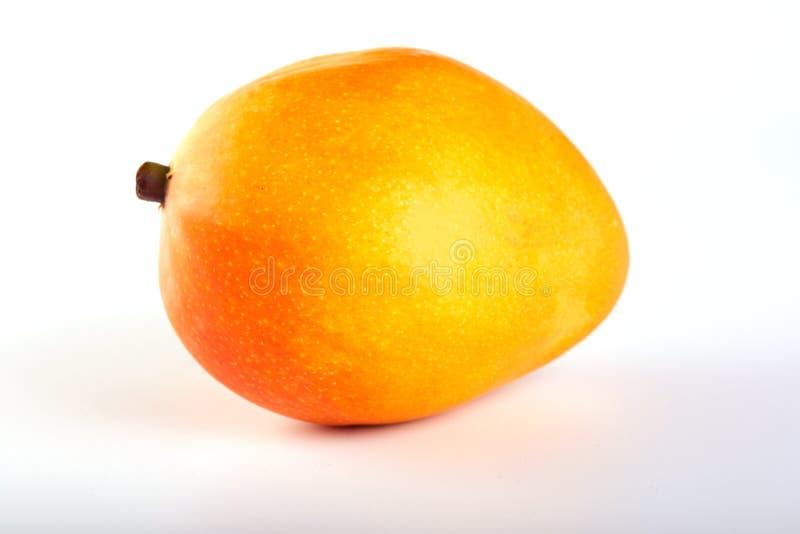 Mangowa egzotyczna owoc odizolowywaj?ca na bia?ym tle obrazy royalty free