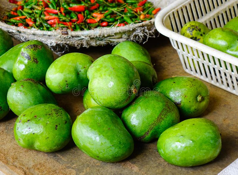 Mangowe owoc przy wiejskim rynkiem fotografia stock