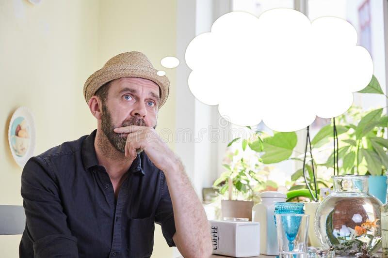Mangrubbel med en tankebubbla över hans huvud arkivbilder