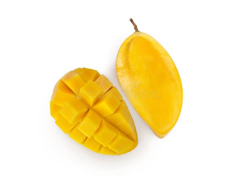 Mangue fraîche coupée en tranches d'isolement sur le fond blanc avec le chemin de coupure photos libres de droits