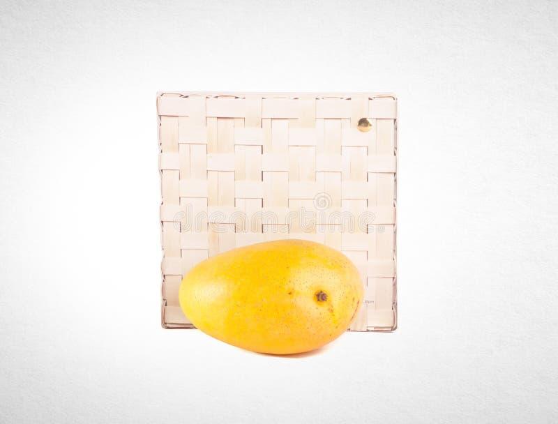 mangue ou mangue jaune sur un fond images stock