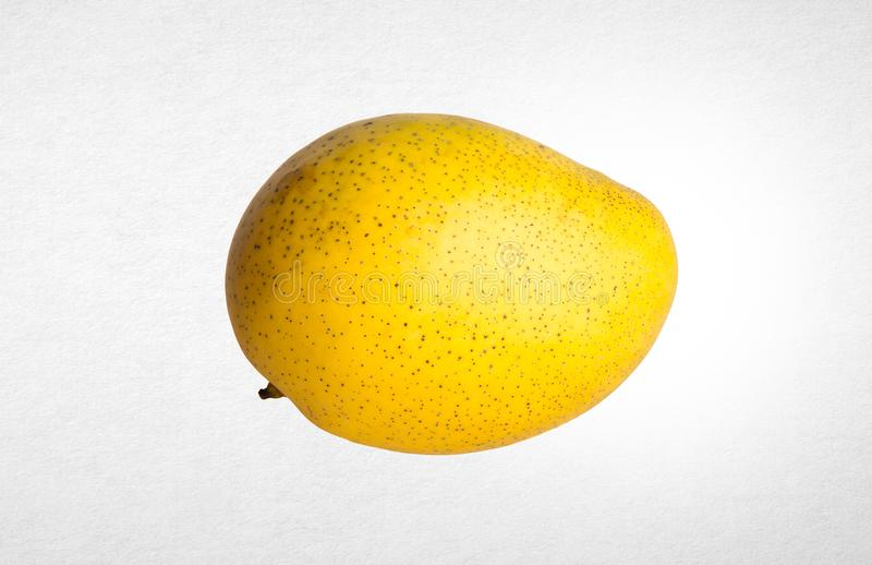 mangue ou mangue jaune sur un fond photos stock
