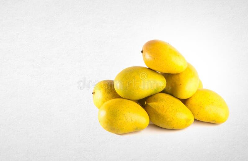 mangue ou mangue jaune sur un fond image libre de droits