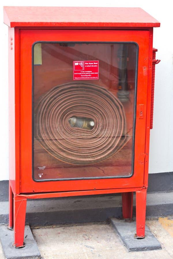 Manguera de bomberos en la caja foto de archivo libre de regalías