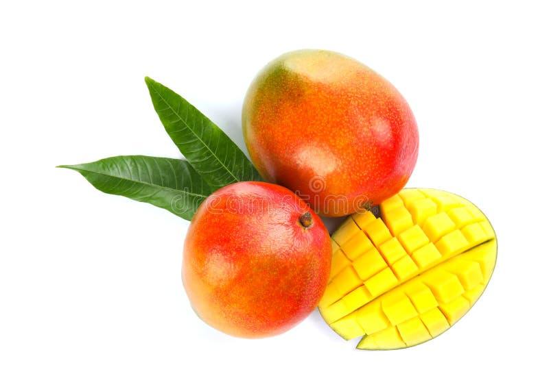 Mangues mûres délicieuses sur la vue blanche et supérieure images stock