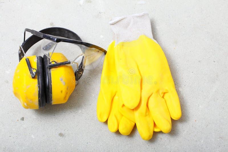 Manguitos del ruido de los guantes del trabajo del material de construcción fotos de archivo
