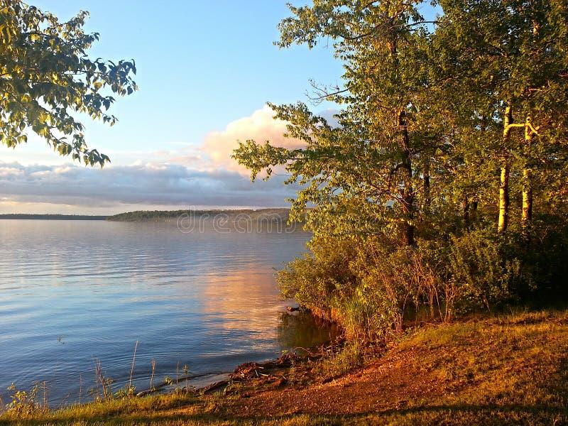 Manhã bonita no lago imagem de stock