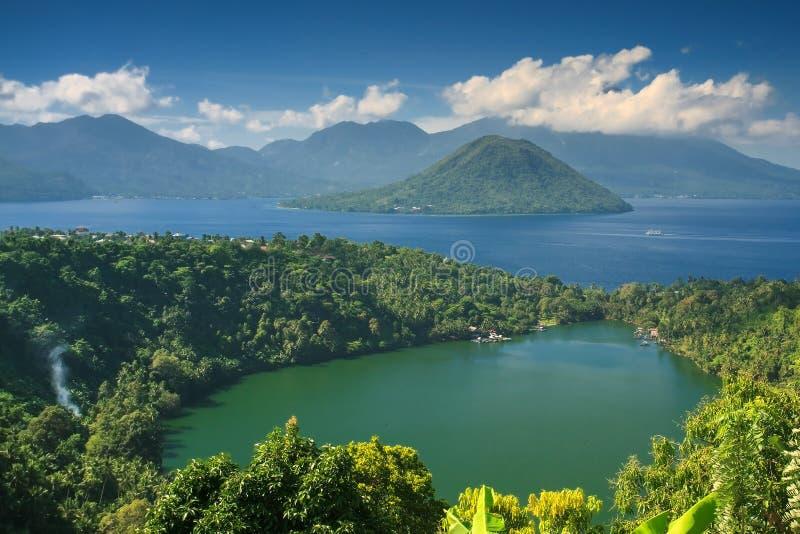Manhã calma no lago Laguna, Ternate imagem de stock