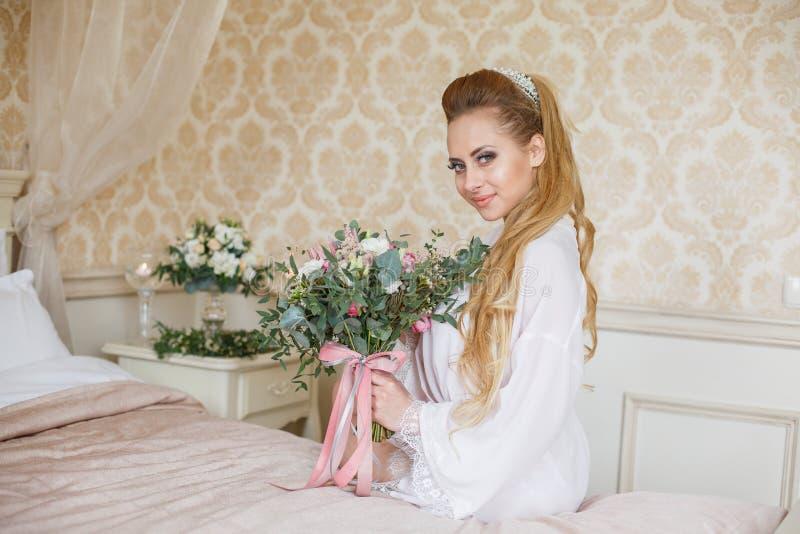 Manhã consideravelmente nova do casamento do ` s da noiva imagem de stock royalty free