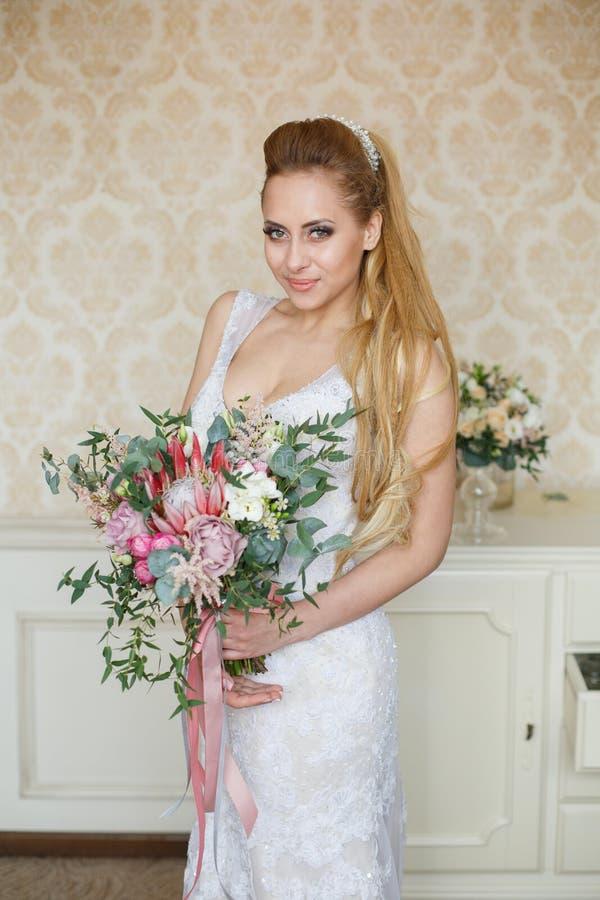 Manhã consideravelmente nova do casamento do ` s da noiva foto de stock royalty free
