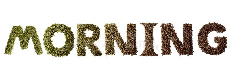 Manhã da palavra feita dos feijões de café roasted e verdes isolados no fundo branco fotografia de stock