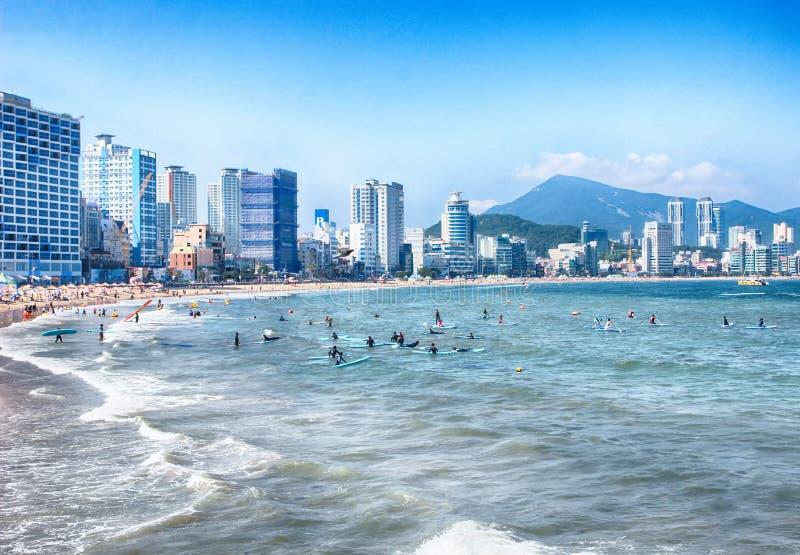 Manhã da praia de Gwangalli do verão, Busan, Coreia do Sul, Ásia imagem de stock