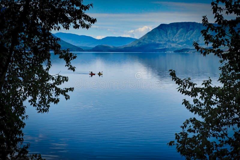 Manhã de julho em Montana Lake imagem de stock