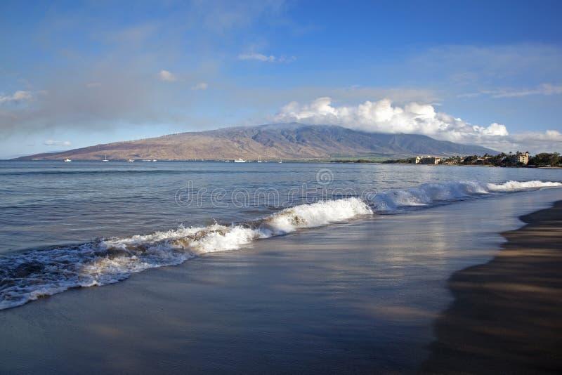 Download Manhã de Maui imagem de stock. Imagem de montanhas, areia - 26514137