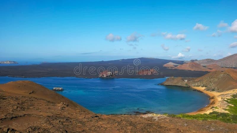 Manhã disparada do bartolome do isla e da rocha do pináculo nos Galápagos fotografia de stock