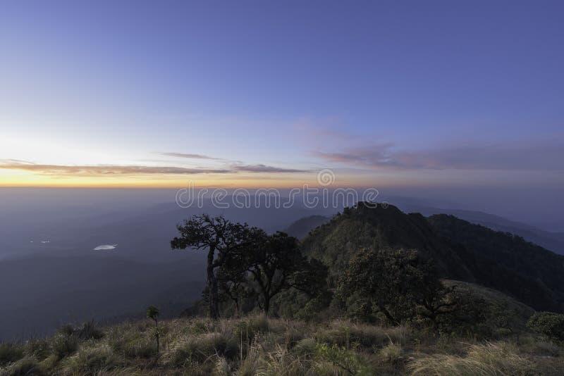 Manhã do alpinismo imagem de stock