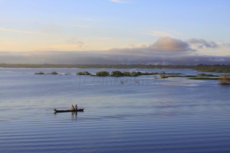 Manhã do Rio Amazonas imagem de stock