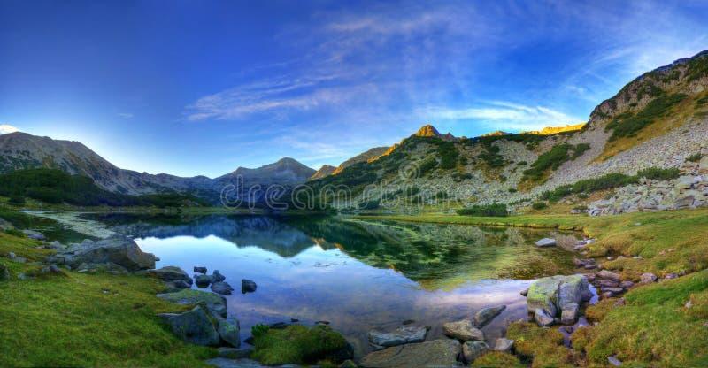 Manhã do verão na montanha de Pirin fotos de stock