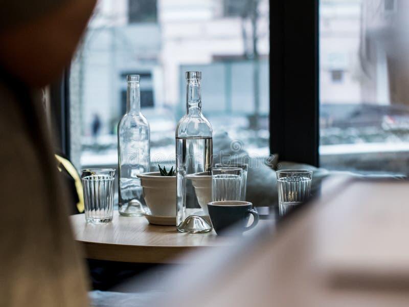 Manhã em um café imagens de stock royalty free