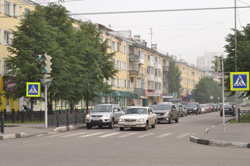 Manhã enevoada da rua da cidade Imagem editorial imagens de stock royalty free