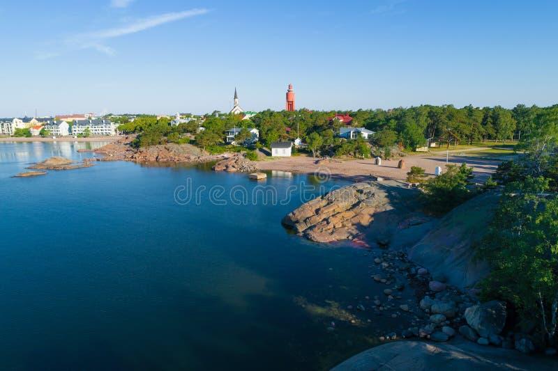 Manhã ensolarada sobre o tiro de Hanko de um quadrocopter finland fotografia de stock royalty free