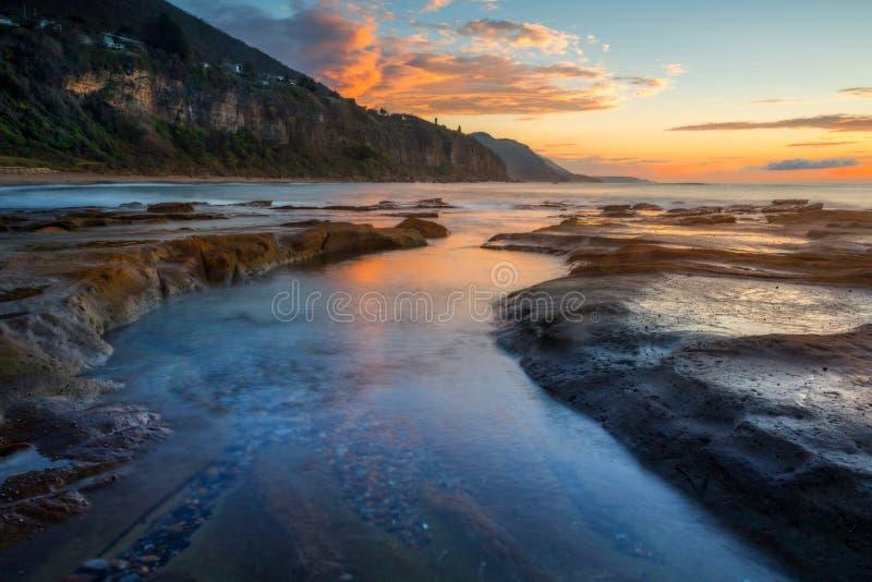 Manhã na cidade costeira do beira-mar de Coalcliff imagens de stock royalty free