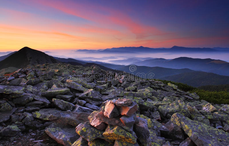 Manhã nas montanhas imagem de stock royalty free
