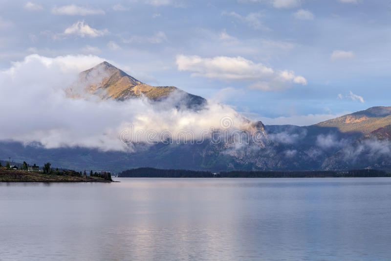 Manhã no lago Dillon foto de stock