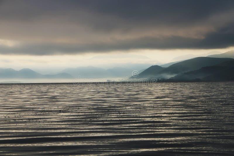 Manhã no lago do lugu fotos de stock royalty free