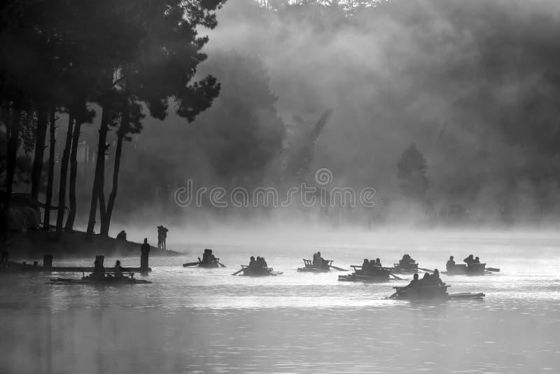 Manhã no lago pungência-Ung, ao norte de Tailândia imagem de stock