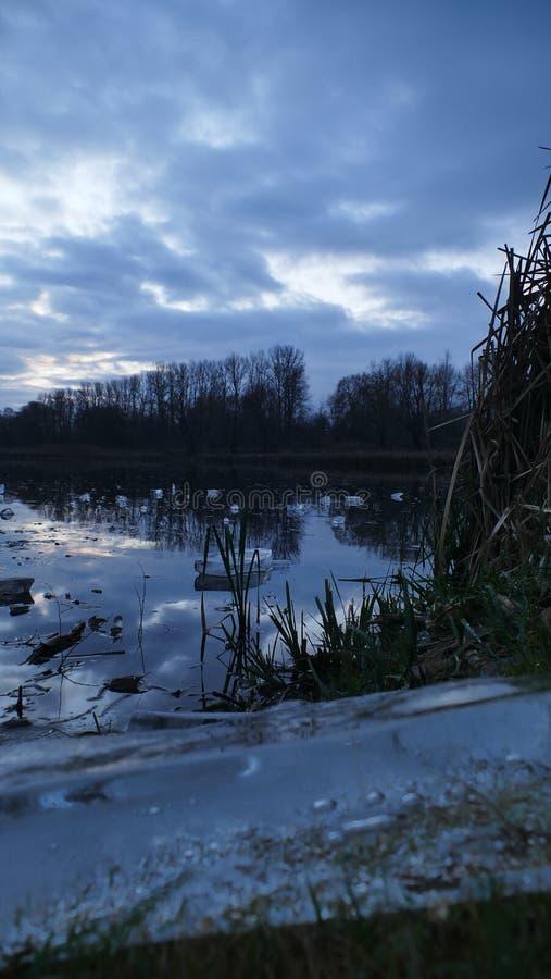 Manhã no nascer do sol Estava chovendo na superfície do gelo poland fotos de stock royalty free