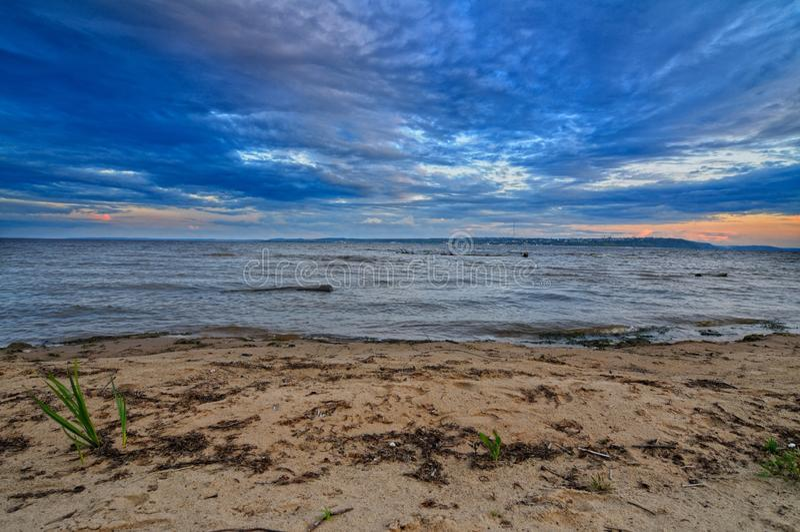 Manhã no Rio Volga imagem de stock
