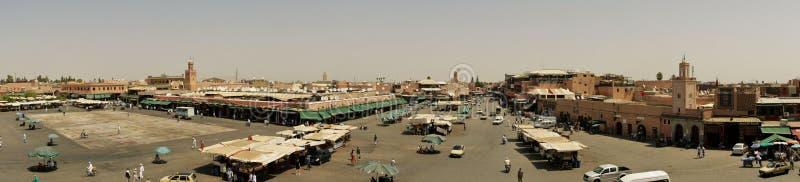 Manhã ocupada no al-Fna de Jamaa fotos de stock