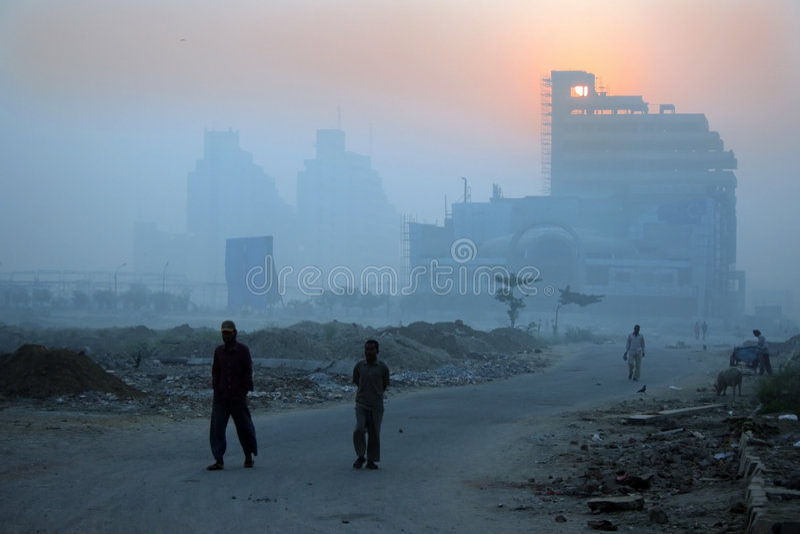 Manhãs do inverno de Nova Deli e embaçamento nevoento, india imagem de stock royalty free