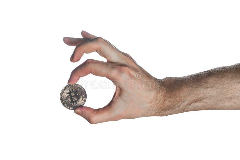 Manhand som upp rymmer bitcoin med det ok tecknet som isoleras på vit bakgrund Digital symbol av en ny faktisk valuta royaltyfri illustrationer