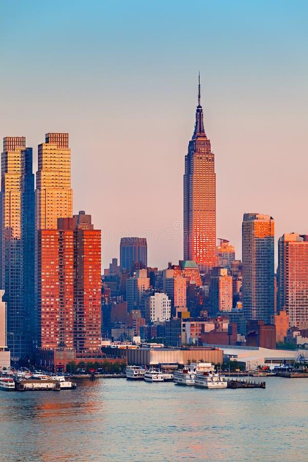 Manhattan au coucher du soleil photos stock