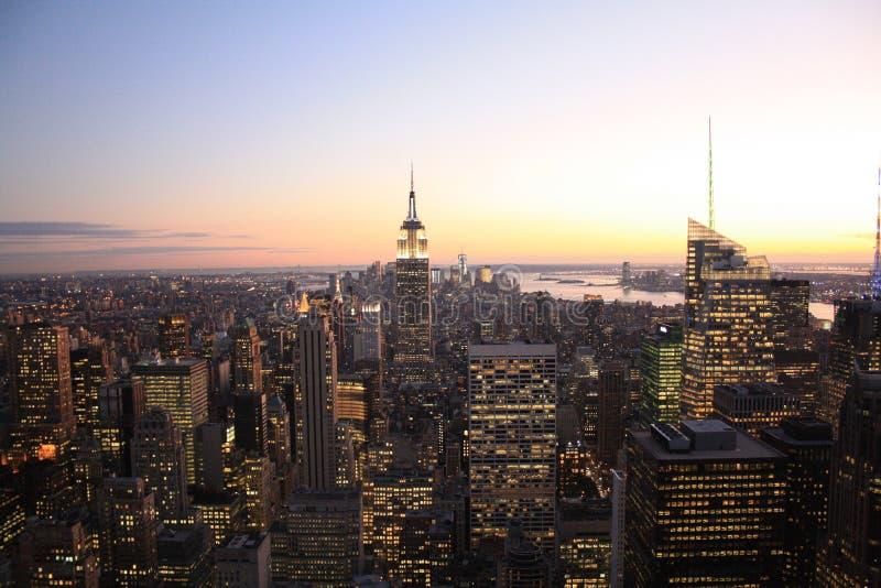 Manhattan au coucher du soleil photographie stock