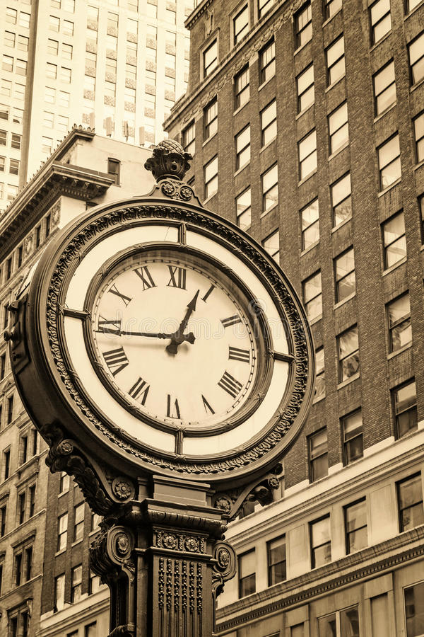 Manhattan-Bürgersteigs-Uhr an der 5. Allee in New York City USA lizenzfreies stockfoto
