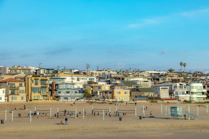 Manhattan Beach cerca de Los Angeles con los campos del voleibol foto de archivo libre de regalías